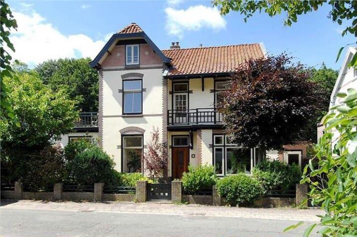 Historic family designvilla close to Amsterdam