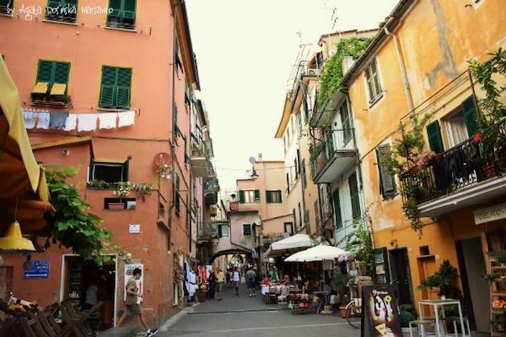 5 posti in centro da Erma a  Monterosso
