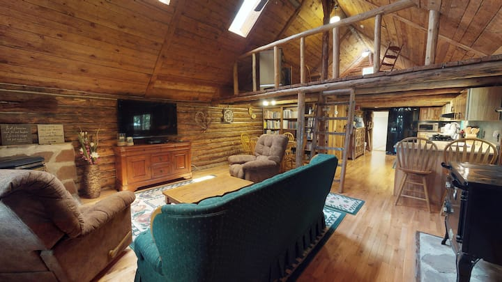Stunning Apple Lane Log Cabin