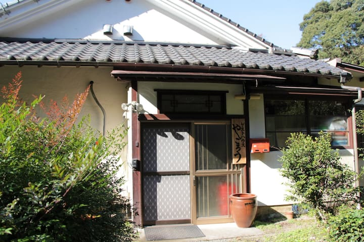 日本文化が楽しめる築65年の古民家。曽於市初のゲストハウス 。その名も「やごろう」