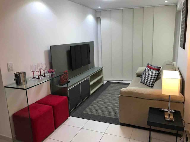 Apartamento  Decorado, 2 quartos,  à  beira-mar.