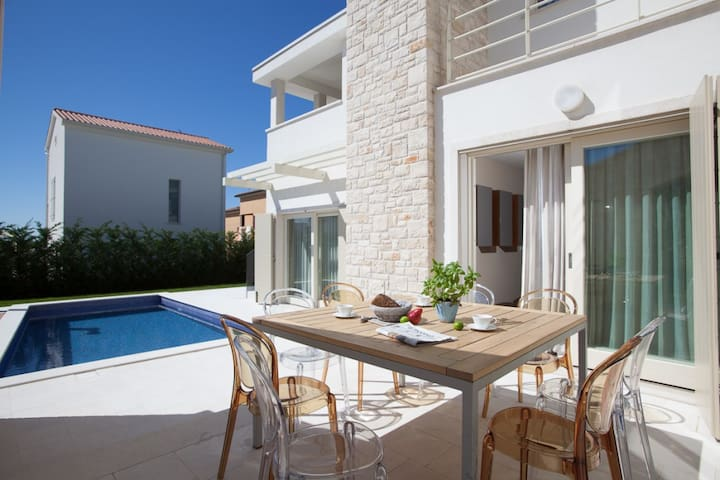 Modern Villa Ginevra, in Istria, with a Pool