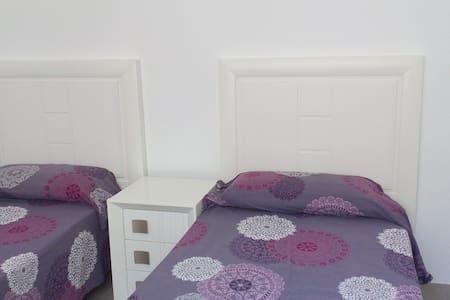 Уютная комната в просторном доме - Torrevieja - Dům