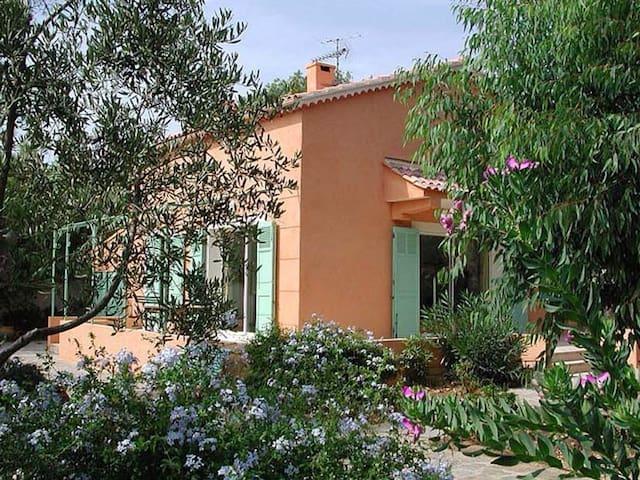 Maison et jardin, 150 m de la plage - Hyères - House