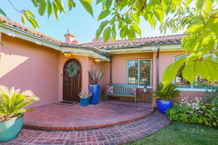 Casa Hermosa - Luxurious Spanish Revival Home