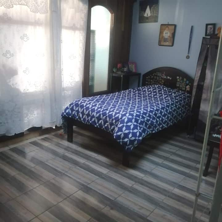 Habitación cómoda para estudiante