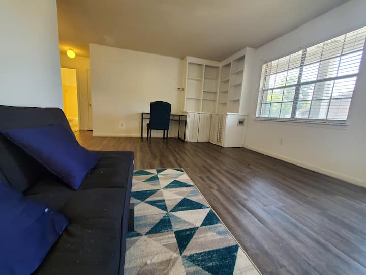 Quiet and comfy apartment walking distance to UAB