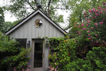 Charming Cottage (Studio) With Separate Entrance