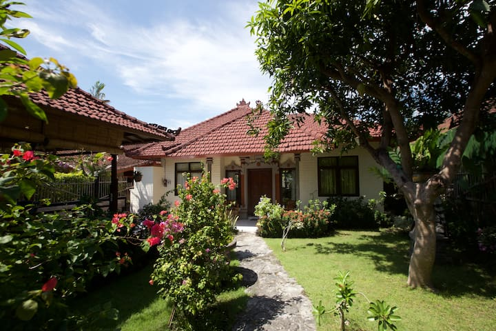 Bali Holiday Relax and Comfort - Karangasem Sub-District - House