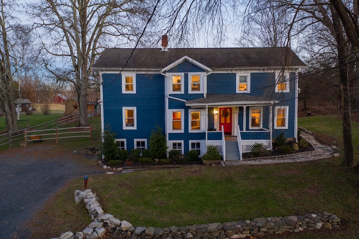 Blue Pine Cottage: Cozy Up in Gardiner Near Gunks, Skydiving Ranch and Whiskey Distillery