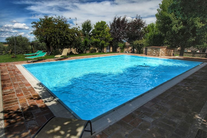 Farm holiday with swimming pool in the hills of the Chianti, beautiful surroundings