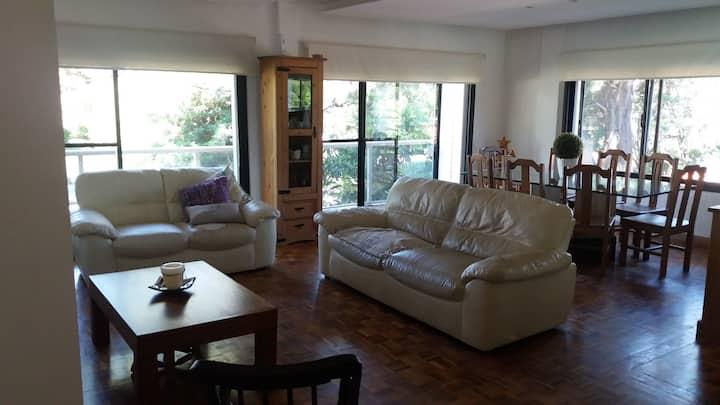 Apartamento  amplio con excelente ubicación.