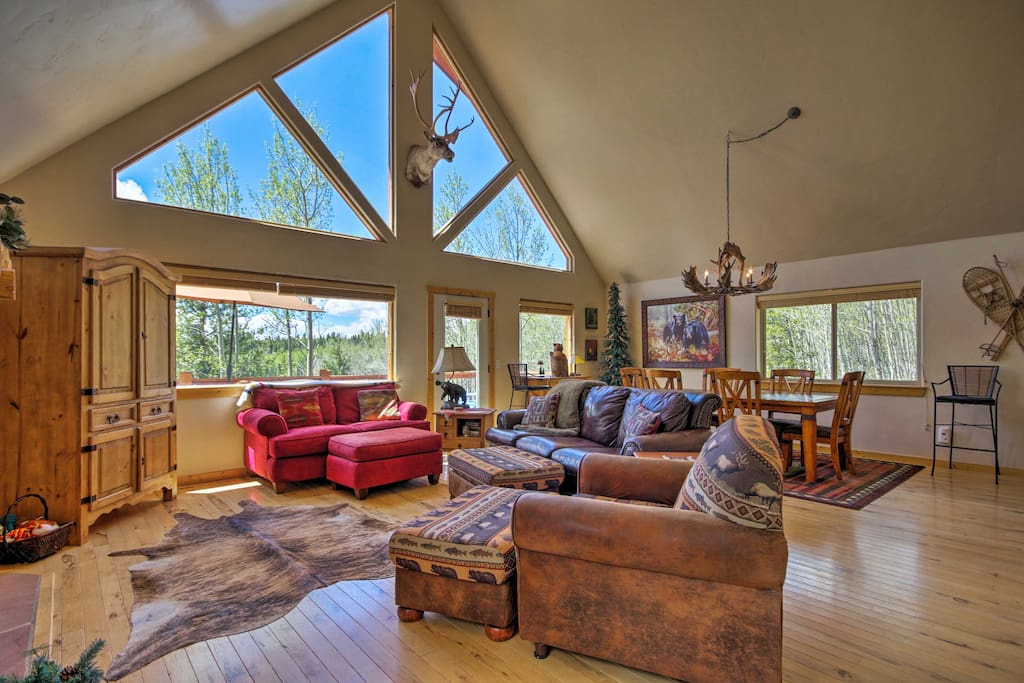 Large windows pull the outdoors, inside.