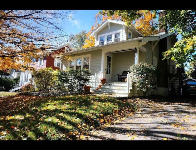 Cornell Adjacent Vintage Home - walk everywhere!