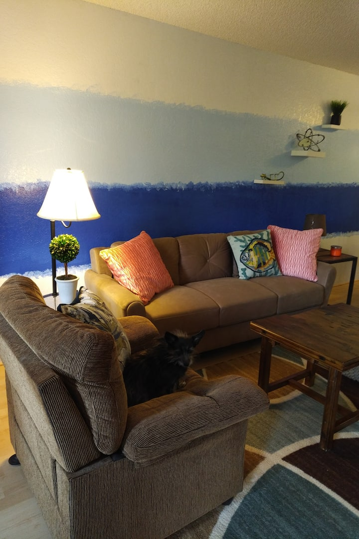 Palm Springs Condo -- Swimming, Shopping, Dining!