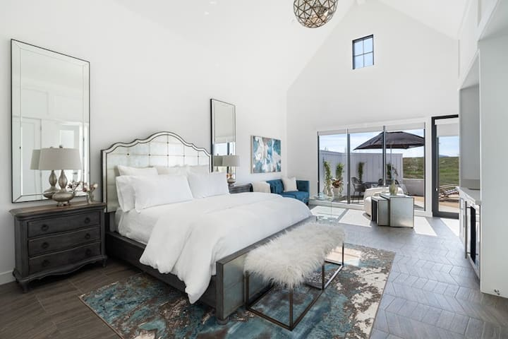 Vintage Glam - A Luxury Stay in the Wine Country