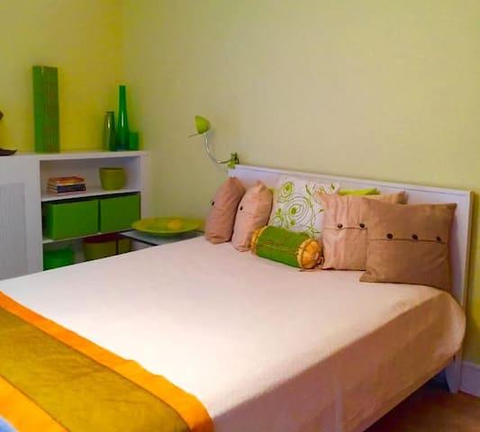 Private Room in Renovated Farmhouse - Tivoli - Casa