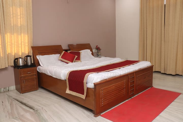 King Sized Bed with superior quality mattresses & premium linens