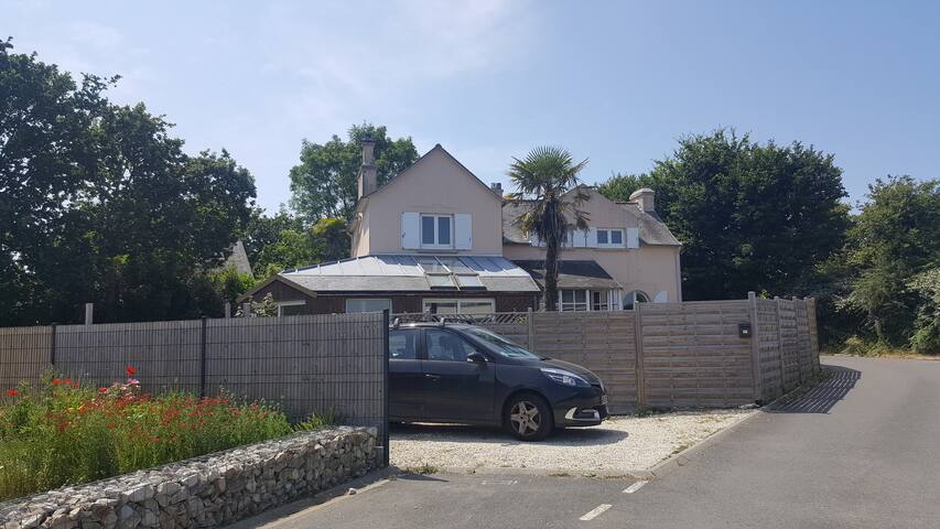 Beautiful house; 4 min from the beach