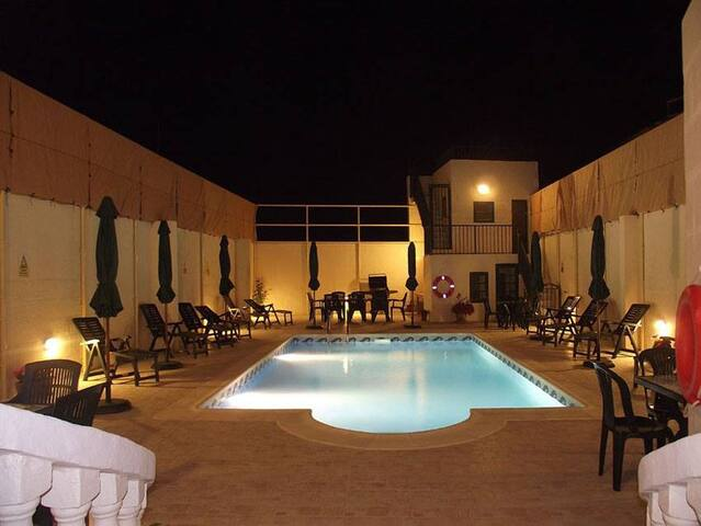 Qronfli Holiday Accommodation With Swimming Pool
