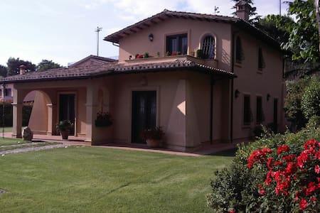 Accogliente Villa Italiana - Villa