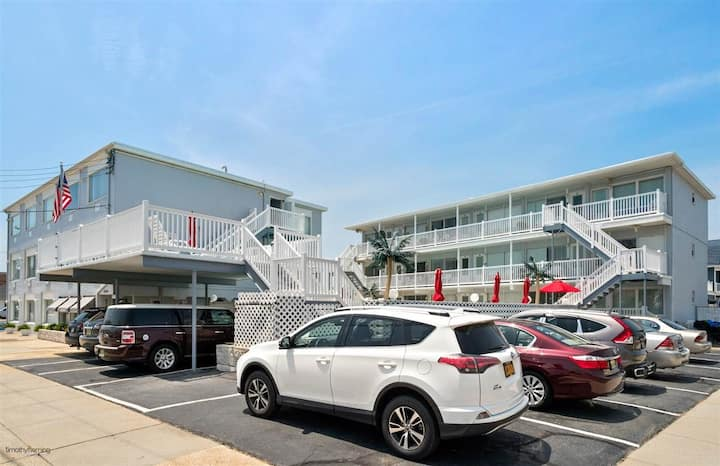 Wildwood Crest ocean view condo w/ pool. Sleeps 5.