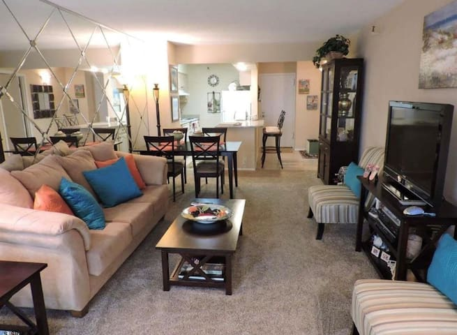 Bayside 2 bedroom condo unit - Sunset Harbour