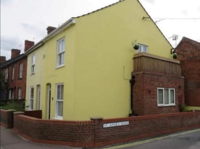Beccles Cottage on the Corner.