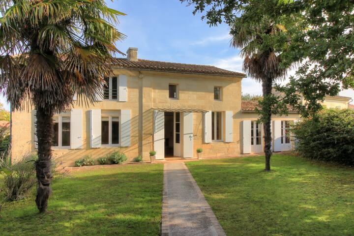 Luxury Villa in St Emilion - Long Stay Discounts!!