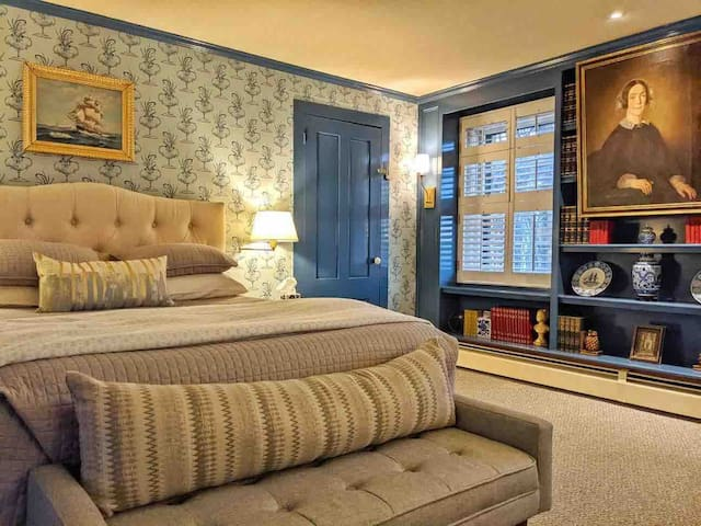 The main bedroom features a Queen bed and has been very recently redecorated with lots of historical touches!