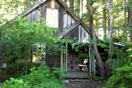 Puget Sound beachfront 19th-Century All-wood Cabin