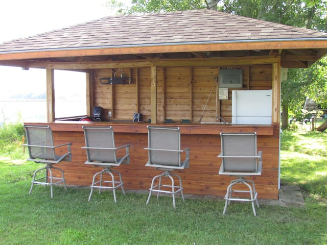 Cabana Bar (with full size fridge, microwave, stove top, stereo with ambient lighting)