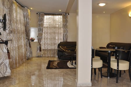 Lower Apartment.  2 bedroomed & Fully Funished - Kampala - Apartament