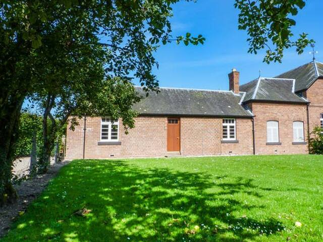 COACHMAN'S COTTAGE, with a garden in Laurencekirk, Ref 934043