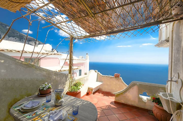AMORE RENTALS - Casa Coni with Sea View, Terrace and Air Conditioning