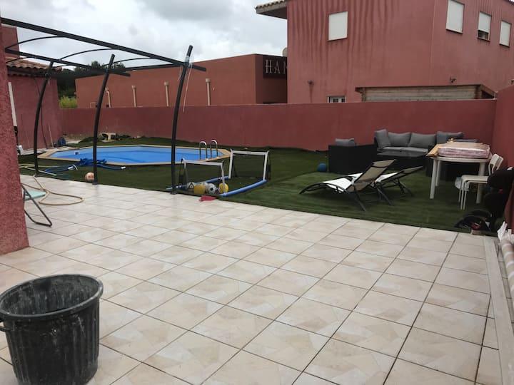Villa Spacieuse calme 130 m2 piscine et jardin