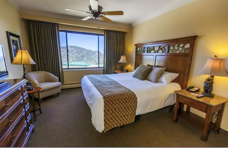 Lake Tahoe 5-star Resort - Luxury Suite + Kitchen