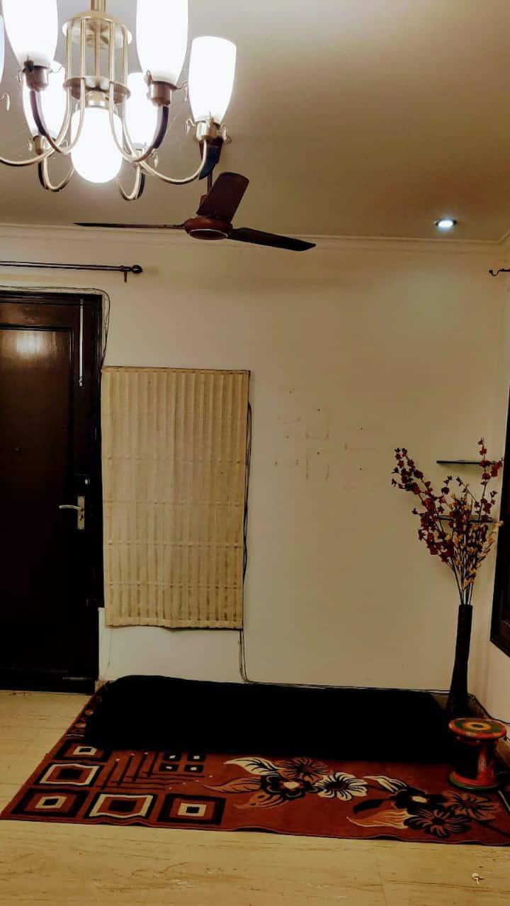 South Delhi place Party/Business/Family travelers