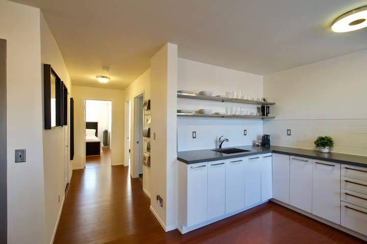 Queen West 2 Bed Apt -  Same block as Drake Hotel
