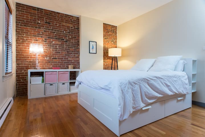 Large 2 Bedrooms Boston South End Apartments For Rent In Boston Massachusetts United States