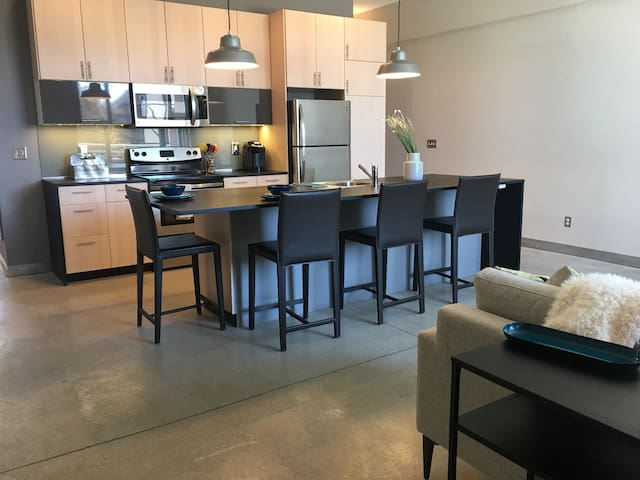 Downtown condo at River Place