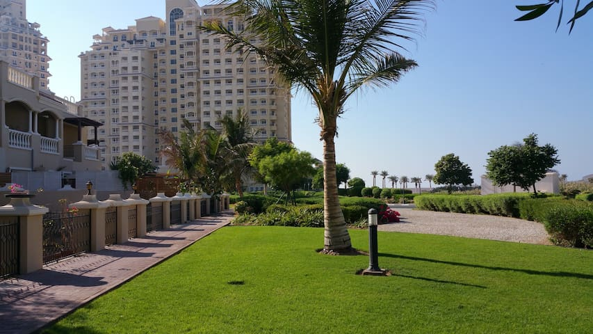 ALHAMRA APARTMENTS HOLIDAY HOMES