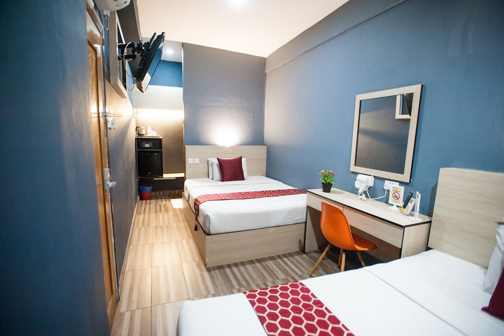 2 Queen Bed Room with Ensuite Bathroom