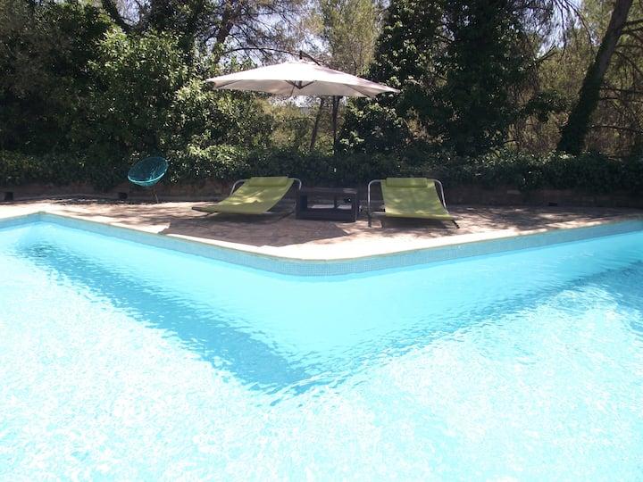 Maison côté piscine avec jardin, clim, piscine