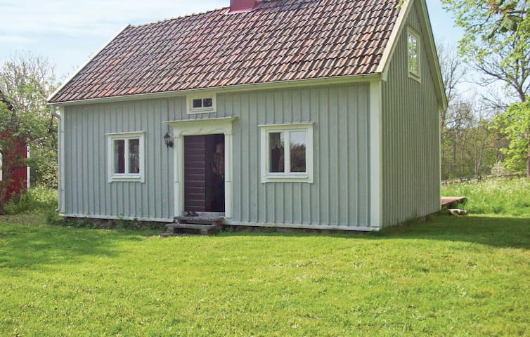 Holiday cottage with 2 bedrooms on 90m² in Mönsterås