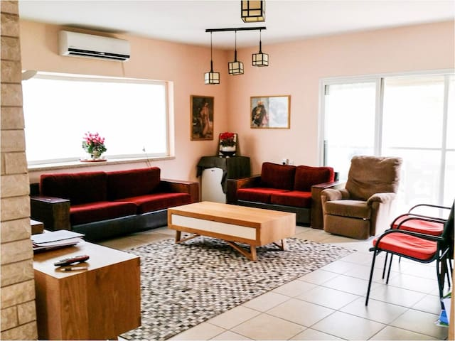 Excellent house, in a quiet environ - Kefar Sava - Huis