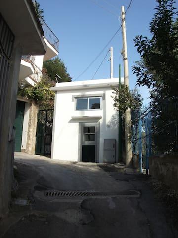 Mini casa, grande comfort con vista mare