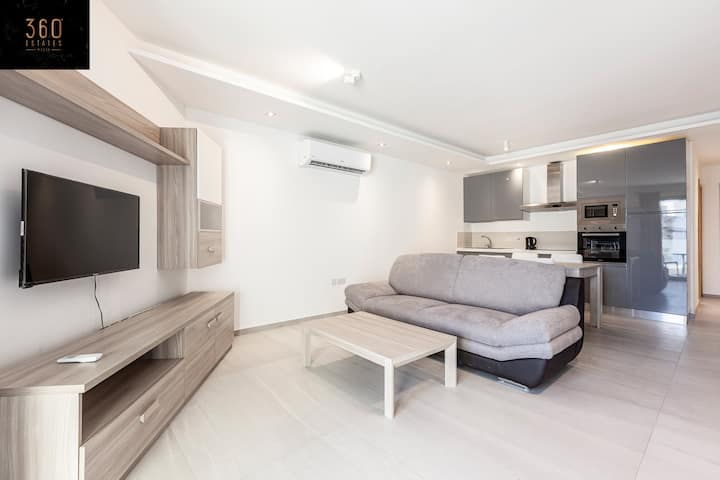 A brand new sunny, central APT in  St Julains/PV