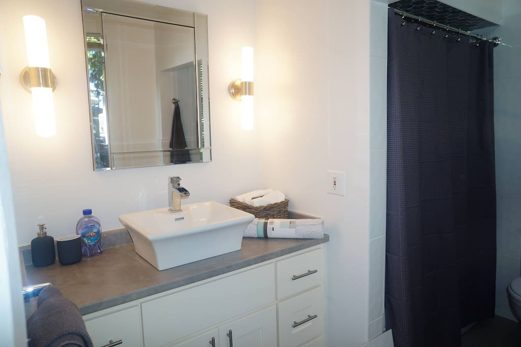 2 Bedroom Suite Off Trendy Main St And Broadway Houses For Rent In Vancouver British