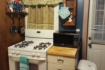 Deluxe Private Bed, Bath & Kitchen! - Lakás